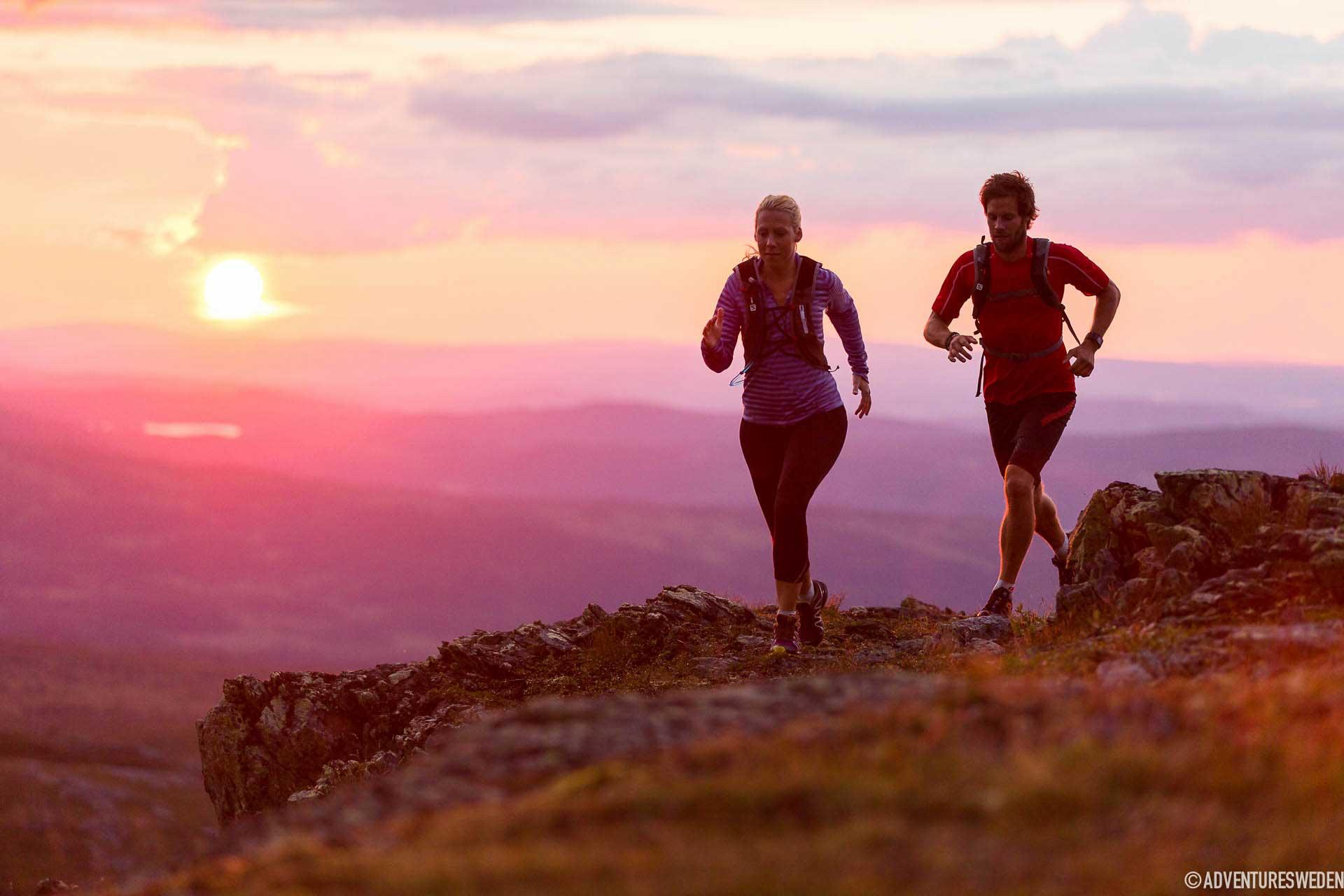 Löpning i solnedgång, Södra Årefjällen | Foto: Niclas Vestefjell