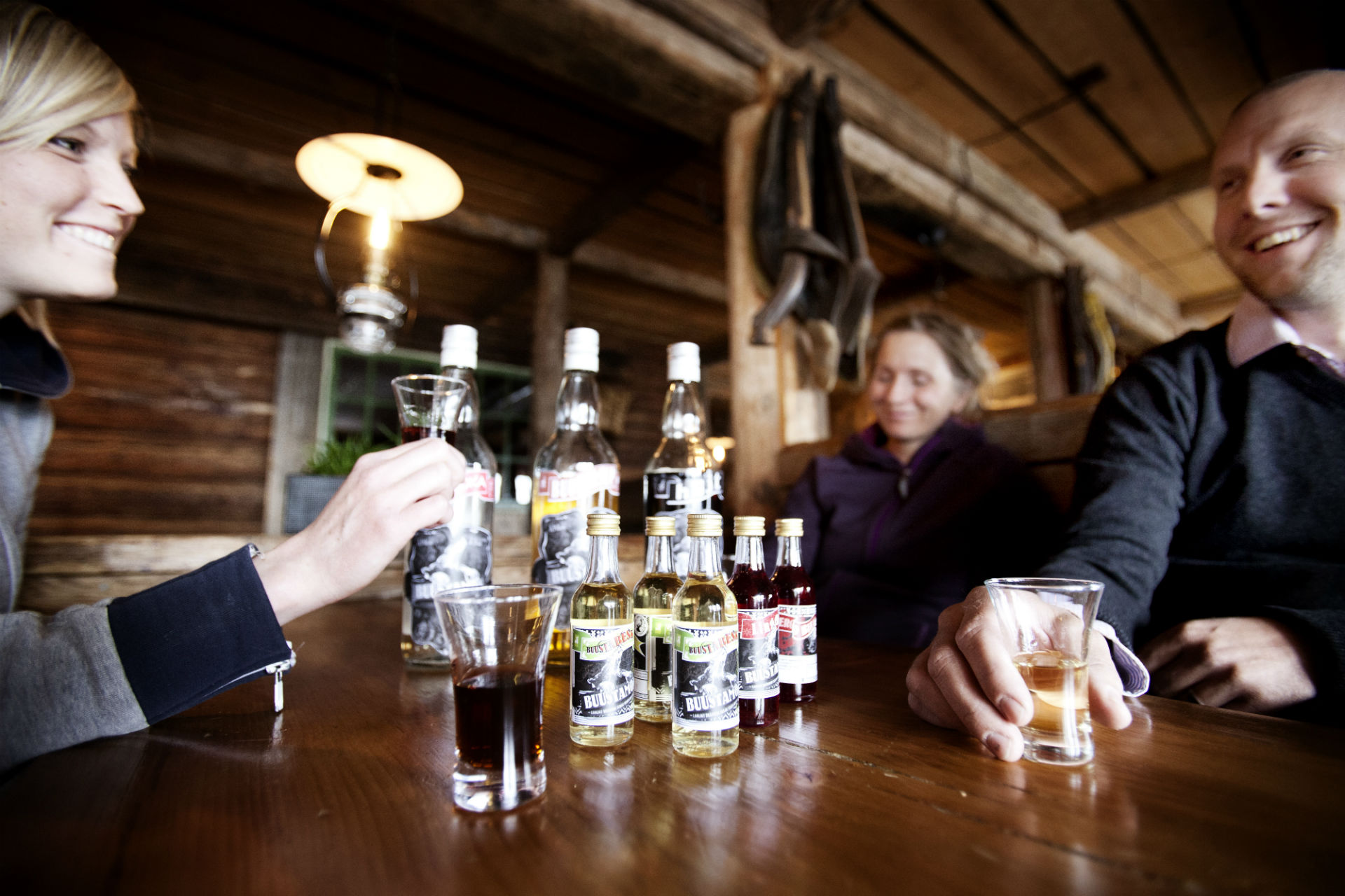 Drinks together at Buustamon in Are   Adventure Sweden